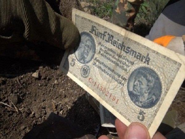 В Ростовской области поисковики обнаружили Евангелие и клад немецкого солдата