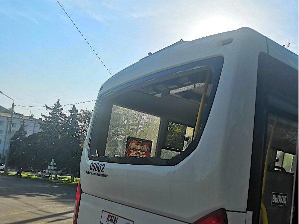 В Ростове маршрутка с пассажирами врезалась в остановку
