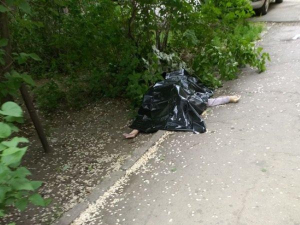 В Ростове 80-летняя женщина погибла, упав с балкона многоэтажного дома