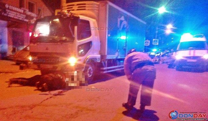 На трассе в Ростовской области водитель грузовика сбил пешеходов: парень погиб, девушка пострадала