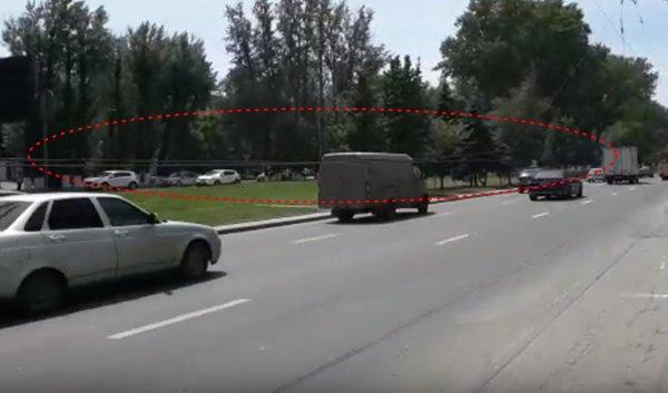 На Шолохова в Ростове из-за провисших проводов ЛЭП образовалась пробка