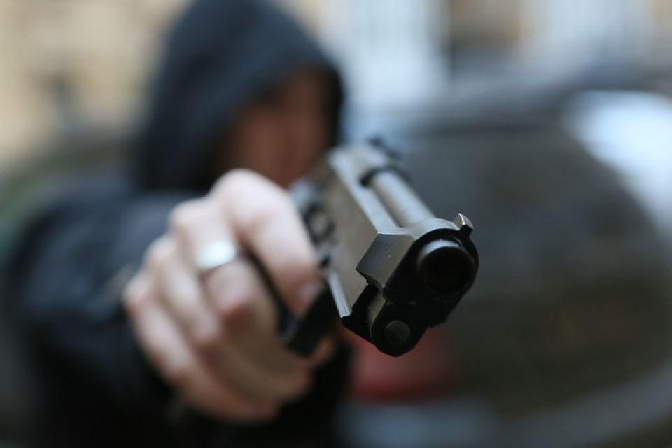 В Ростове задержали мужчину, угрожавшего прохожему пистолетом