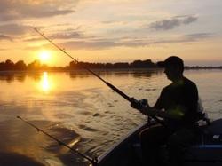 «Это ты тут, а я там»: в Самарской области потеряли рыбака на резиновой лодке