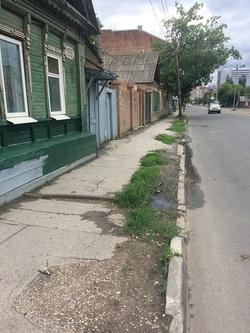 «Один уже место потерял»: главу Ленинского района просят убрать сток из дома на улицу