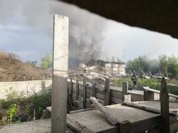 «Грохочет, полыхает на всю округу»: В Самаре горит автосервис с иномарками внутри