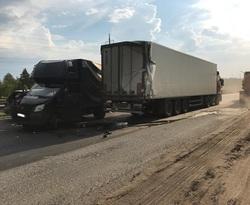 В Самарской области большегруз устроил массовое ДТП еще с двумя грузовиками и легковушками