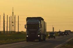 Чтобы не испортить асфальт: грузовикам запретили ездить по федеральным трассам 63 региона