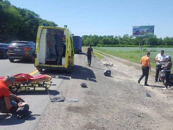 Мотоциклист сбил велосипедиста на трассе под Ростовом