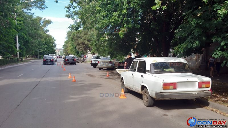 На Дону водитель иномарки сбил мужчину, ремонтирующего свое авто на обочине