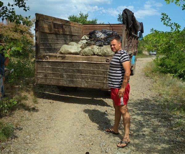 Приятное с полезным: донские дайверы подняли со дна почти две тонны мусора