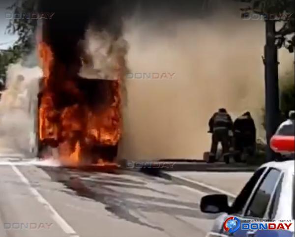 В Ростове сгорел пассажирский автобус: видео