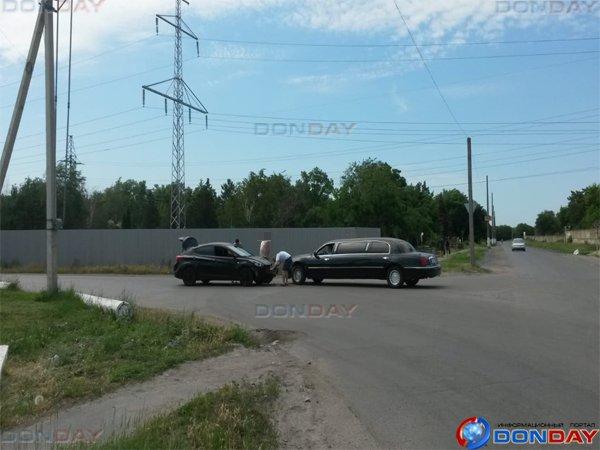 В Ростовской области две иномарки врезались в лимузин