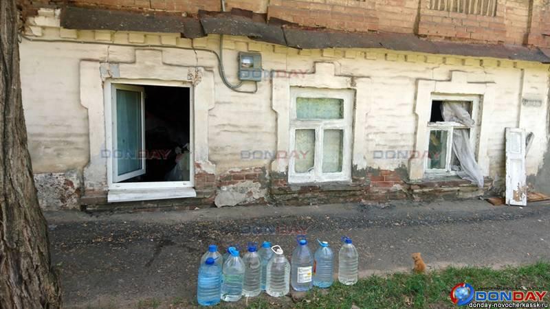 В Новочеркасске из захламленного дома спасатели вытащили отощавших от голода животных