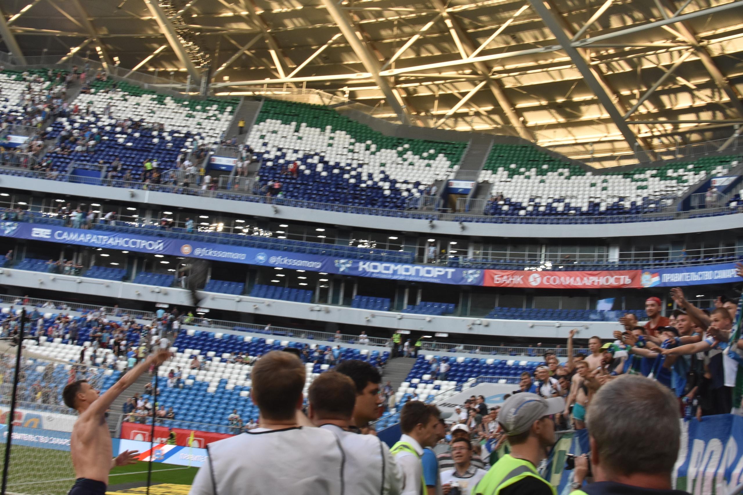 Голый торс в обмен на поражение: юная фанатка раздела известного футболиста «Крыльев»